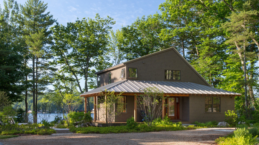 Summer camp style for a lakeside home maine homes for Lakeside home