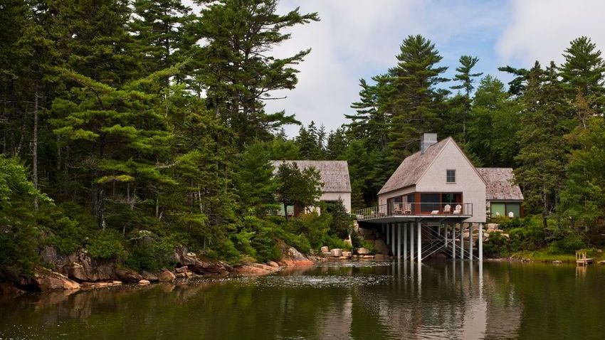 Multi-structure Maine home
