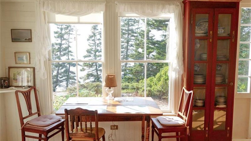 Jericho Bay cottage dining room