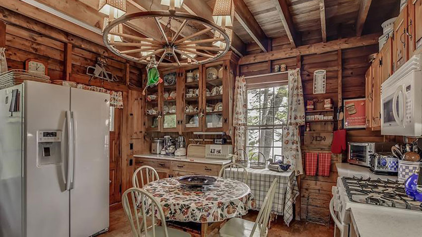 Peaks Island cottage kitchen