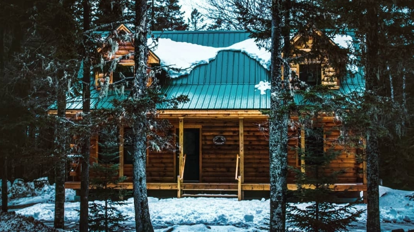 log cabin in maine