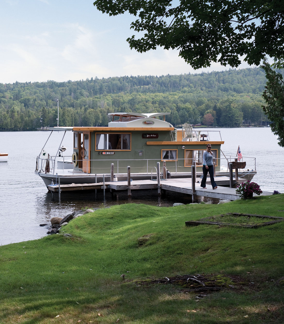 Peachy A Houseboat On Rangeley Lake Home Floats Maine Homes Download Free Architecture Designs Intelgarnamadebymaigaardcom