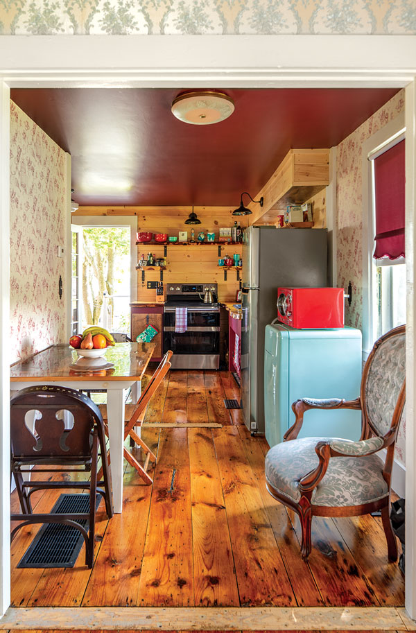 1790 Tiny House kitchen and dining