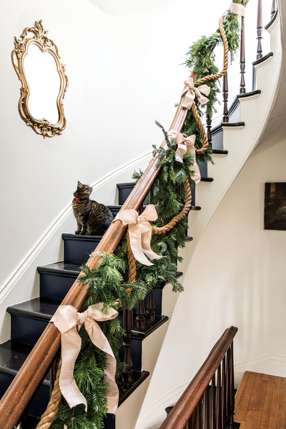 holiday décor ideas, garland on a staircase accented with nautical rope and ivory bows