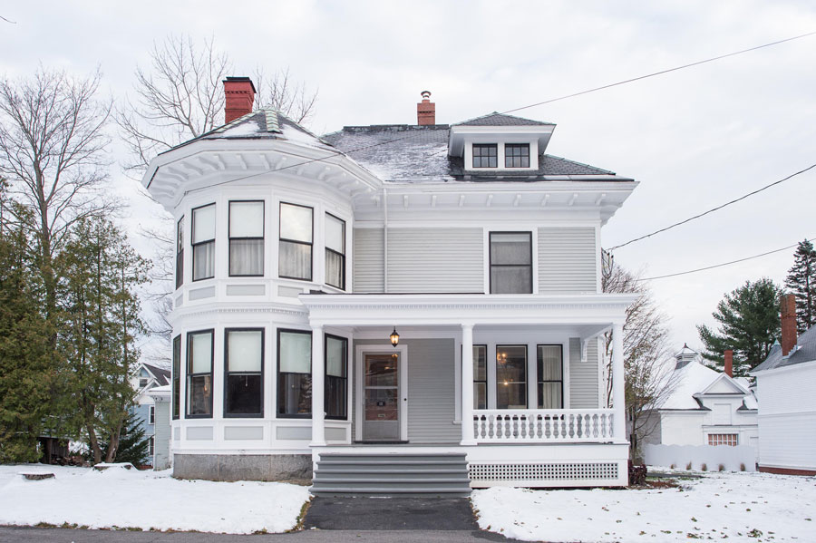 queen anne for sale in Bangor Maine